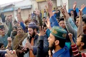 Angry mob pelts stones at Pak's Nankana Sahib Gurdwara with devotees inside; India protests