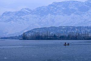North India shivers as mercury dips; rain, snowfall forecast for Himachal Pradesh