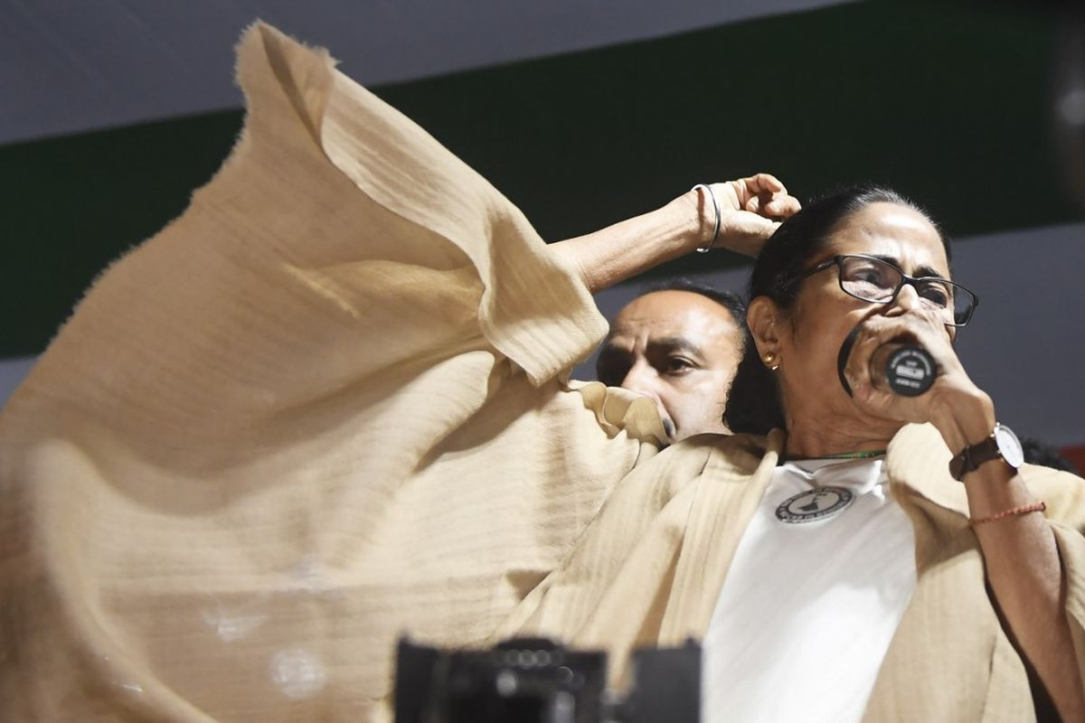Pending Bills: Dhankhar urges Mamata to prioritise, spare time'