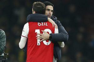 Mikel Arteta believes Mesut Ozil's performane has improved a lot