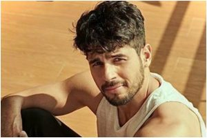 Sidharth Malhotra to feature in Hindi remake of Tamil murder mystery 'Thadam'