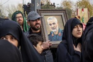 Iraqis chant 'death to America' at Iran top commander's funeral march