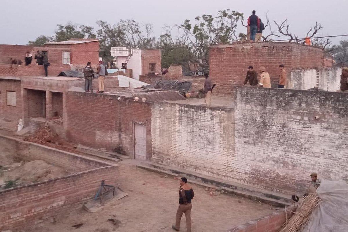 20 children, women held hostage in Uttar Pradesh's Farrukhabad