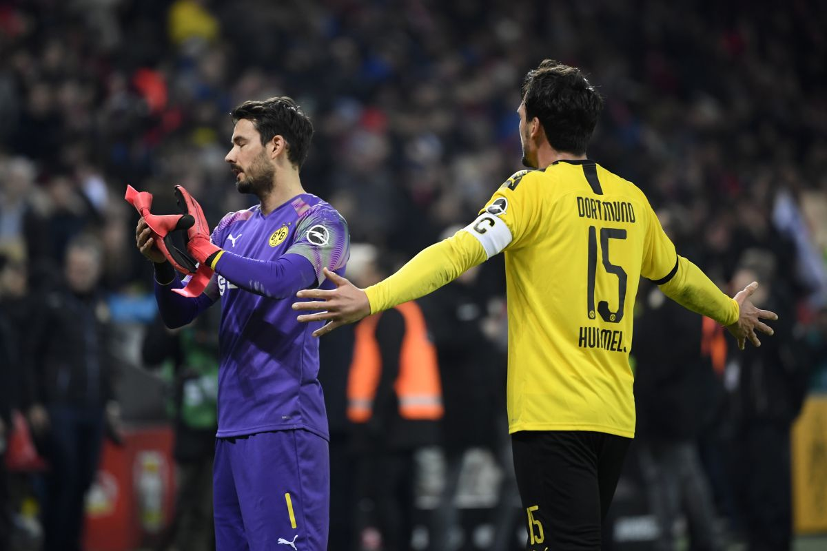 Borussia Dortmund cruise past Eintracht Frankfurt 4-0 to go second