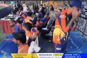 PSL 2020: Team official spotted using mobile in dug-out