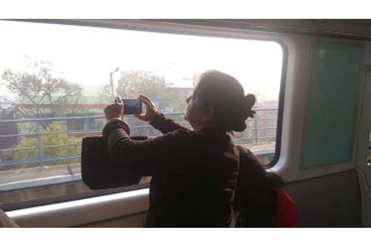 E-W Metro, Kolkata, Valentine Day, Salt Lake, East-West Metro, Bengal, West Bengal