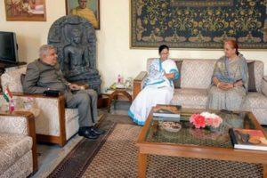 Mamata meets Governor Dhankhar
