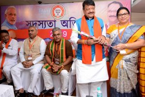 Vijayvargiya slams Mamata govt for not allowing pro- CAA rally
