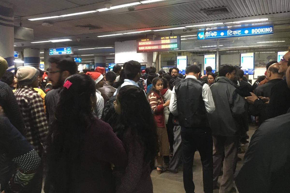 Durga Puja, Kolkata metro, night services,