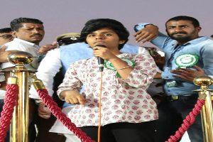 Woman raises 'Pakistan Zindabad' slogans at anti-CAA rally in Bengaluru, Asaduddin Owaisi stops her