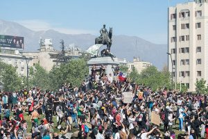 Thousands of anti-govt protesters take to streets in Chile, demand resignation of police chief