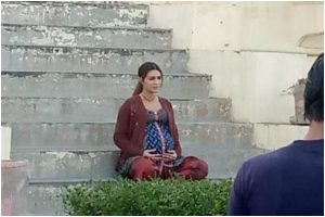 Mimi: Pregnant Kriti Sanon flaunts baby bump on sets, see pic