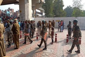 Clash between CAA protesters, supporters near Delhi's Jaffarabad; DMRC closes two stations