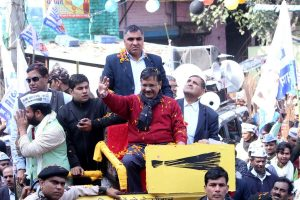 Pamphlets thrown at Kejriwal during roadshow at Dwarka questioning Shastri's replacement