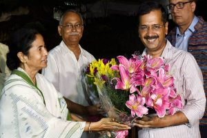 Mamata Banerjee calls Arvind Kejriwal, congratulates him on AAP's performance in Delhi election