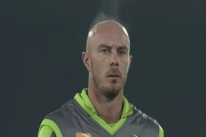 WATCH | Fans give hilarious reactions to 'steaming' head of Chris Lynn