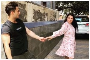 Watch | Asim Riaz, Himanshi Khurana's romantic video ahead of 'Kalla Sohna Nai' release
