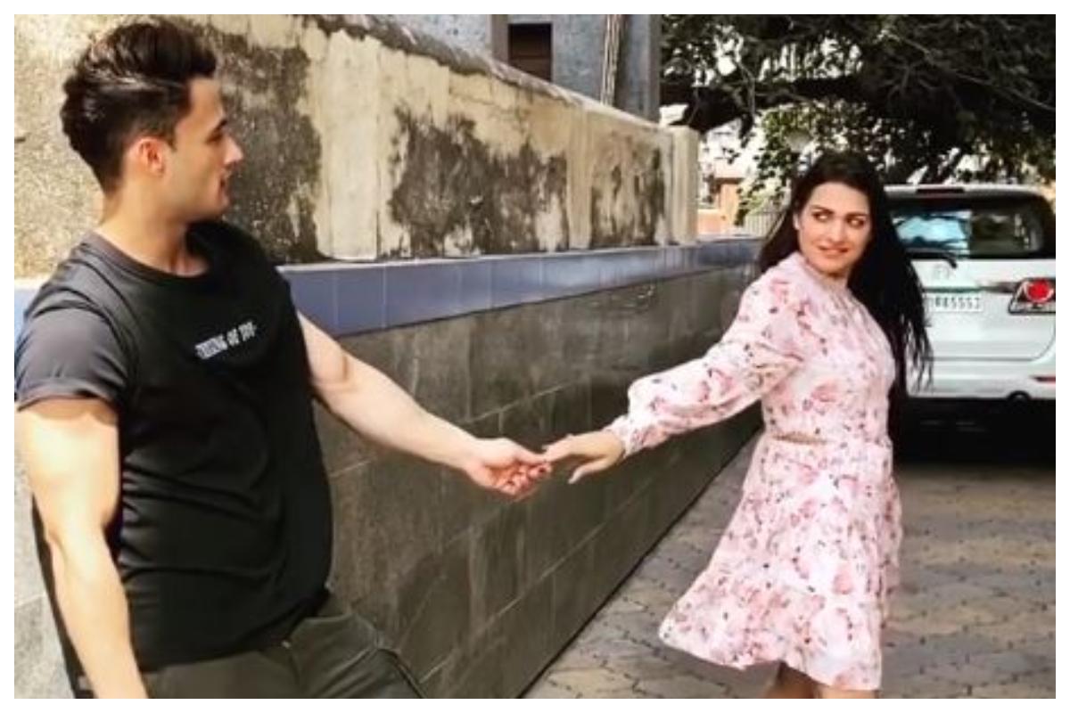 Watch | Asim Riaz, Himanshi Khurana's romantic video ahead of 'Kalla Sohna Nai' release