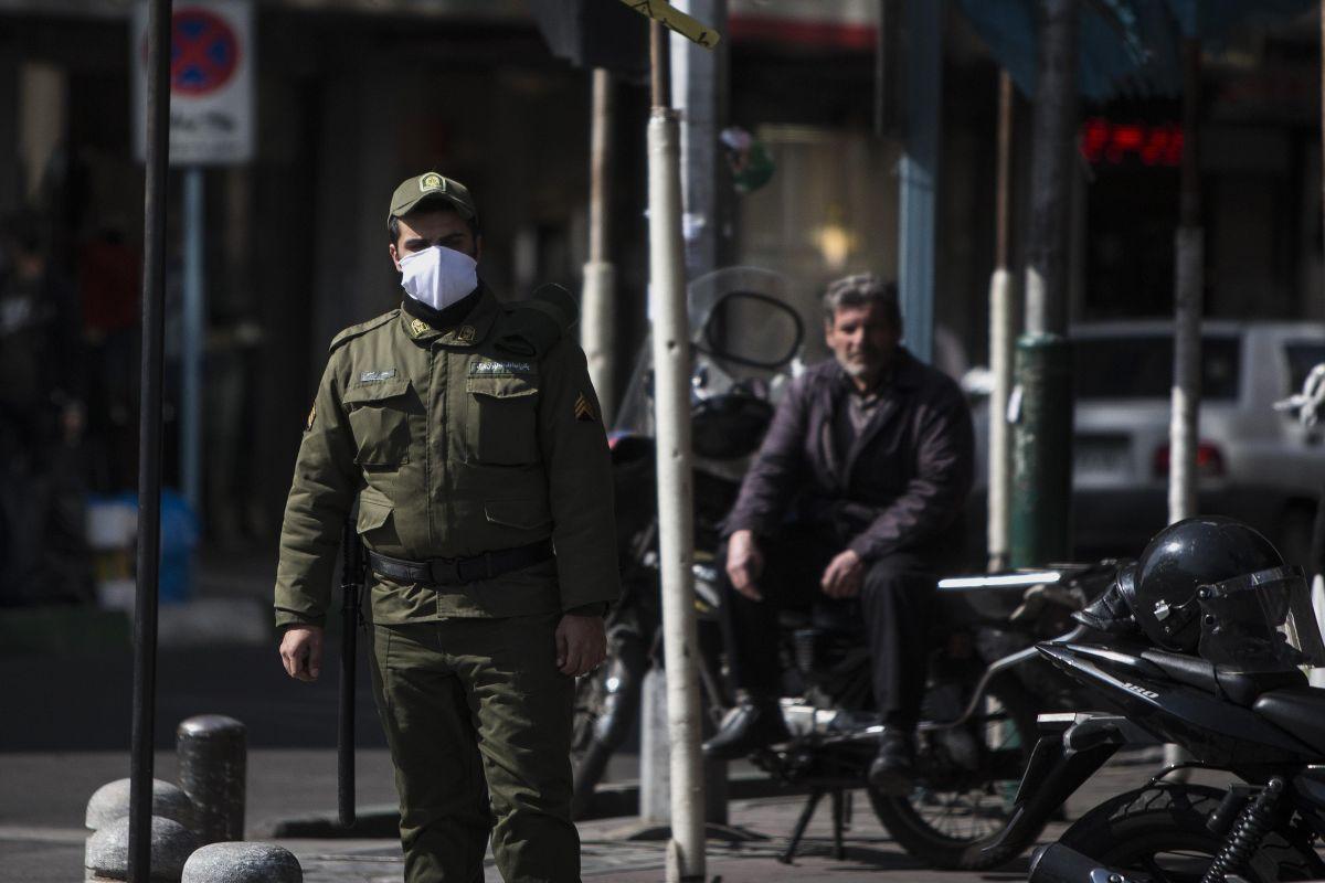 Iran closes Shia shrines
