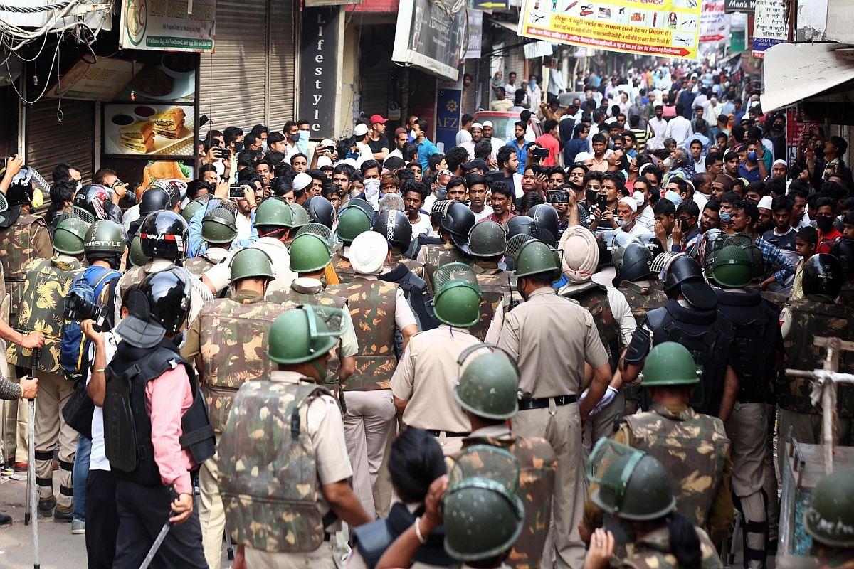 Delhi police to address queries on lockdown through social media
