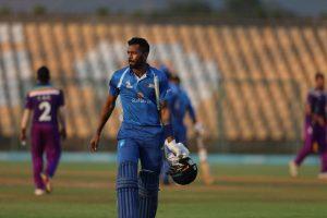 Fans invade pitch, go berserk after Hardik Pandya's blistering show