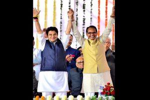 'Swagat hai Maharaj': Shivraj Singh Chauhan welcomes Jyotiraditya Scindia in BJP
