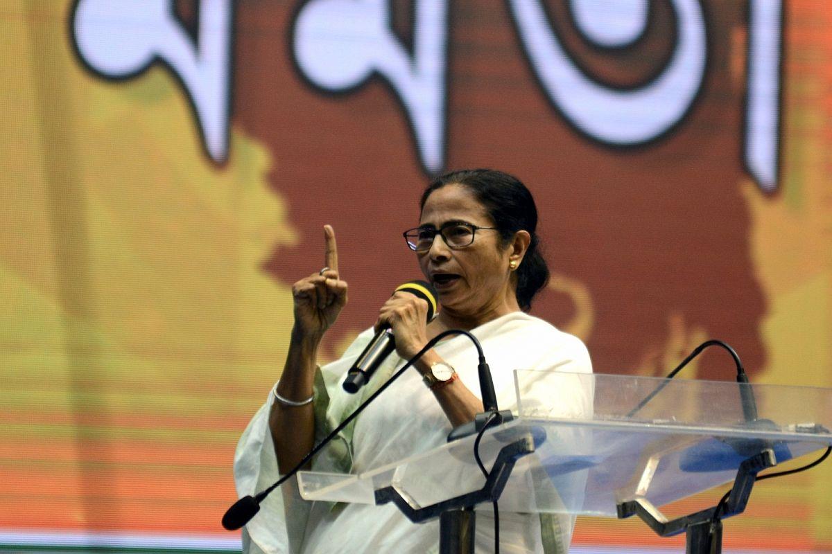 Have lemon juice, cake, eggs: Mamata Banerjee urges health workers