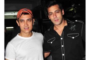 Salman shares throwback pic to wish Aamir