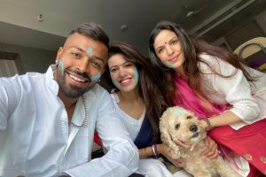SEE | Hardik Pandya, Shikhar Dhawan and other cricketers celebrate Holi with loved ones