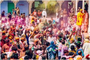 Temples known for the most colourful and conventional form of Holi celebration in India