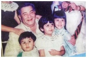 Krishna and Raj Kapoor's unseen picture with Kareena, Ranbir, Karisma and Riddhima is a perfect flashback photo