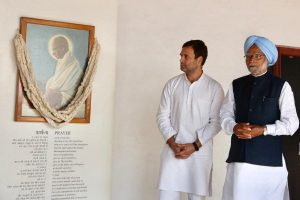 Congress leaders including Manmohan Singh, Rahul Gandhi slam govt over dearness allowance freeze
