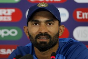 MS Dhoni has been the same since 2003 except for more white hair: Dinesh Karthik