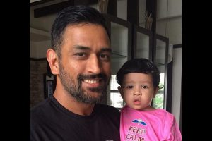 Watch | When Ziva turned makeup artist for Dhoni