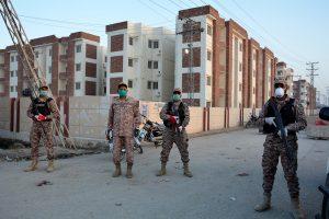 1 dead, 4 policemen held after firing to control Karachi mob amid Coronavirus lockdown