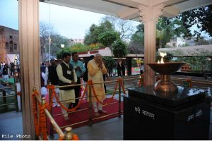 PM Modi pays tributes to martyrs of Jallianwala Bagh massacre