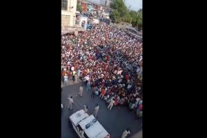 Migrant workers gather at Mumbai's Bandra station, demand permission to go hometown; lathicharged by cops