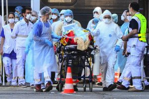 US records 1,514 deaths in 24-hrs; Top health advisor says country likely to reopen in May