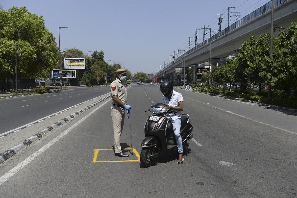 Policeman on Coronavirus lockdown duty attacked with stones in Indore; 5  arrested