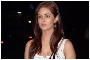 Actress Meera Chopra's father robbed at knifepoint in Delhi