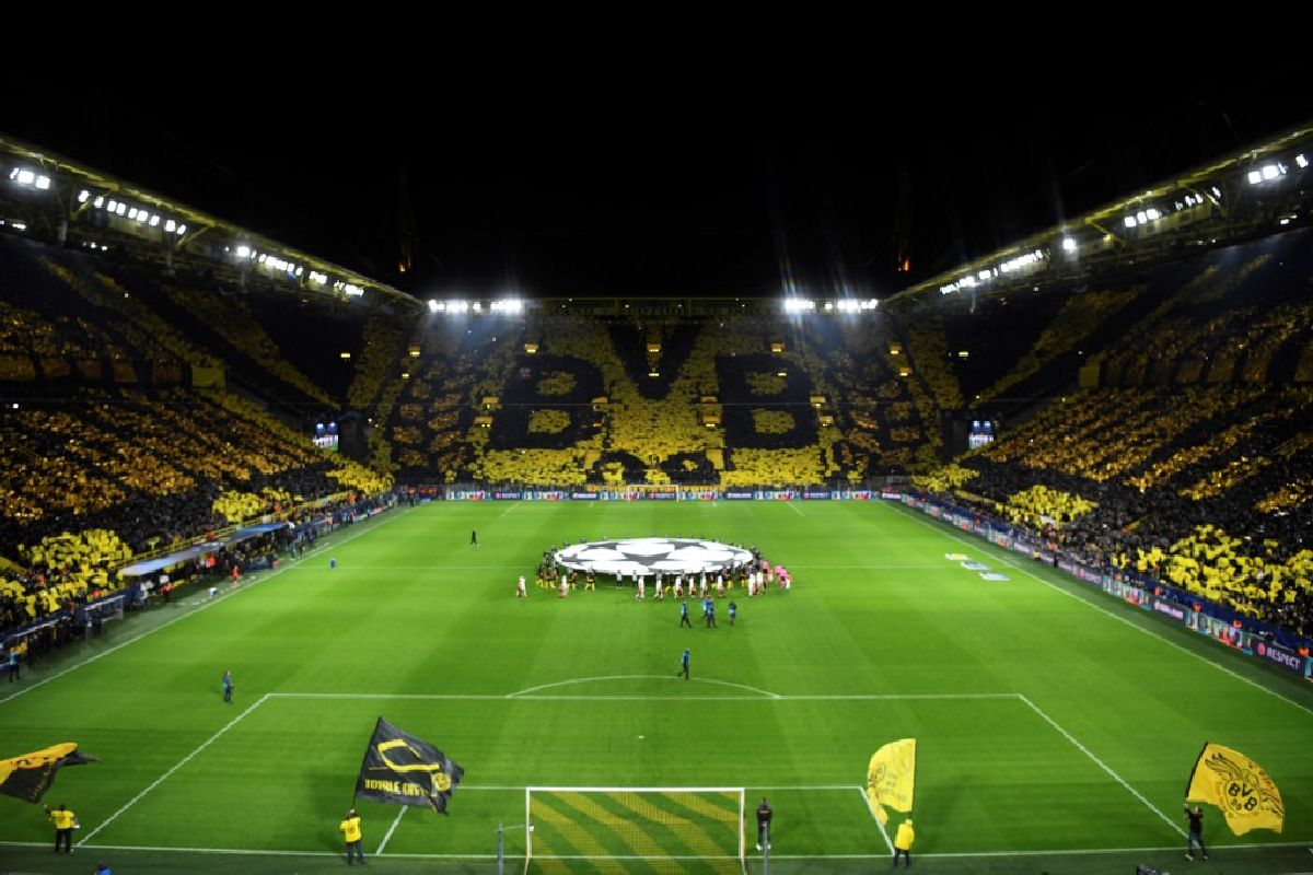 Signal iduna Park packed to the rafters
