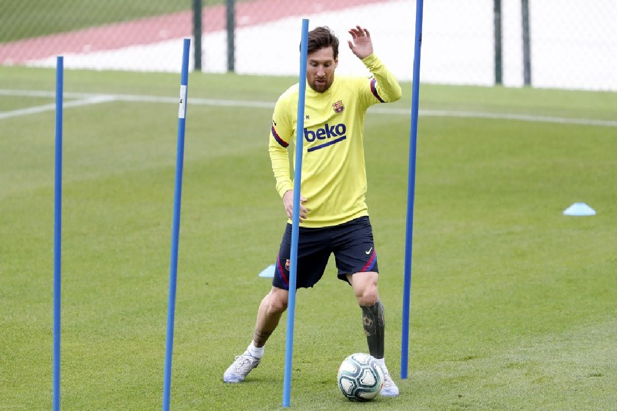 Lionel Messi Resumes Training With Barcelona Teammates After Deciding To Stay