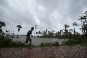 Cyclone Amphan hits Bengal, Kolkata and nearby areas witness high-speed winds