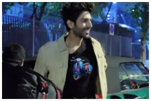 Watch | Kartik Aaryan reveals how he borrowed hairstylist's t-shirt for a live performance
