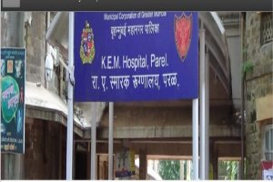 Protest at Mumbai's KEM Hospital as staff posted at COVID-19 ward dies; allegedly denied sick leave