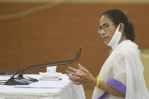 Stop playing politics: Mamata to Centre in meeting with Modi