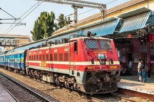 Migrants jump off moving train in Jalpaiguri