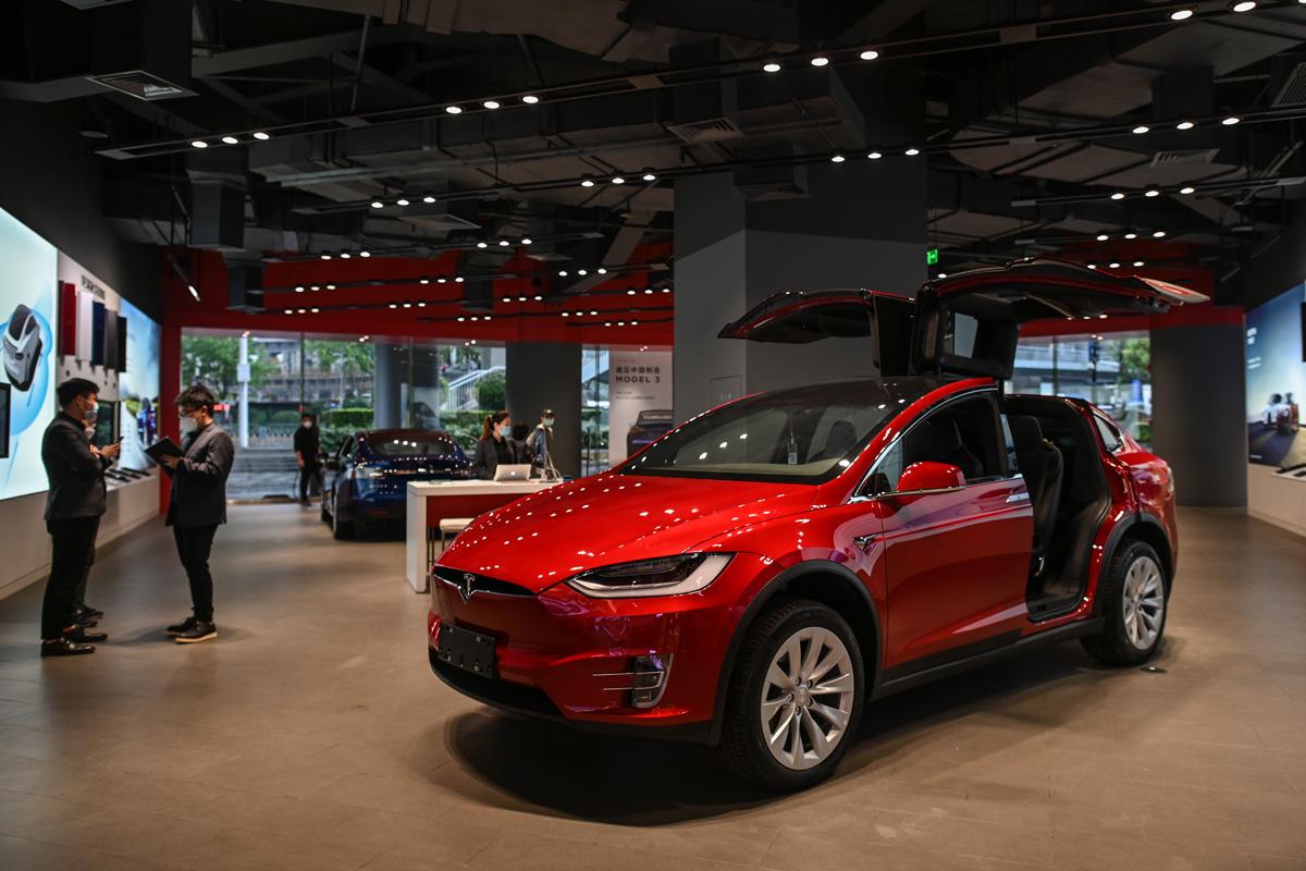 accidentally brought Tesla, Tesla 3s, 1.4mn Euros