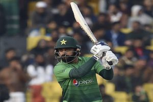 Mohammad Hafeez tests COVID-19 negative a day after PCB declared him to be infected