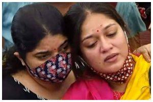 Wife Meghana Raj breaks down at Kannada actor Chiranjeevi Sarja's funeral; Yash, Kiccha Sudeep pay tributes